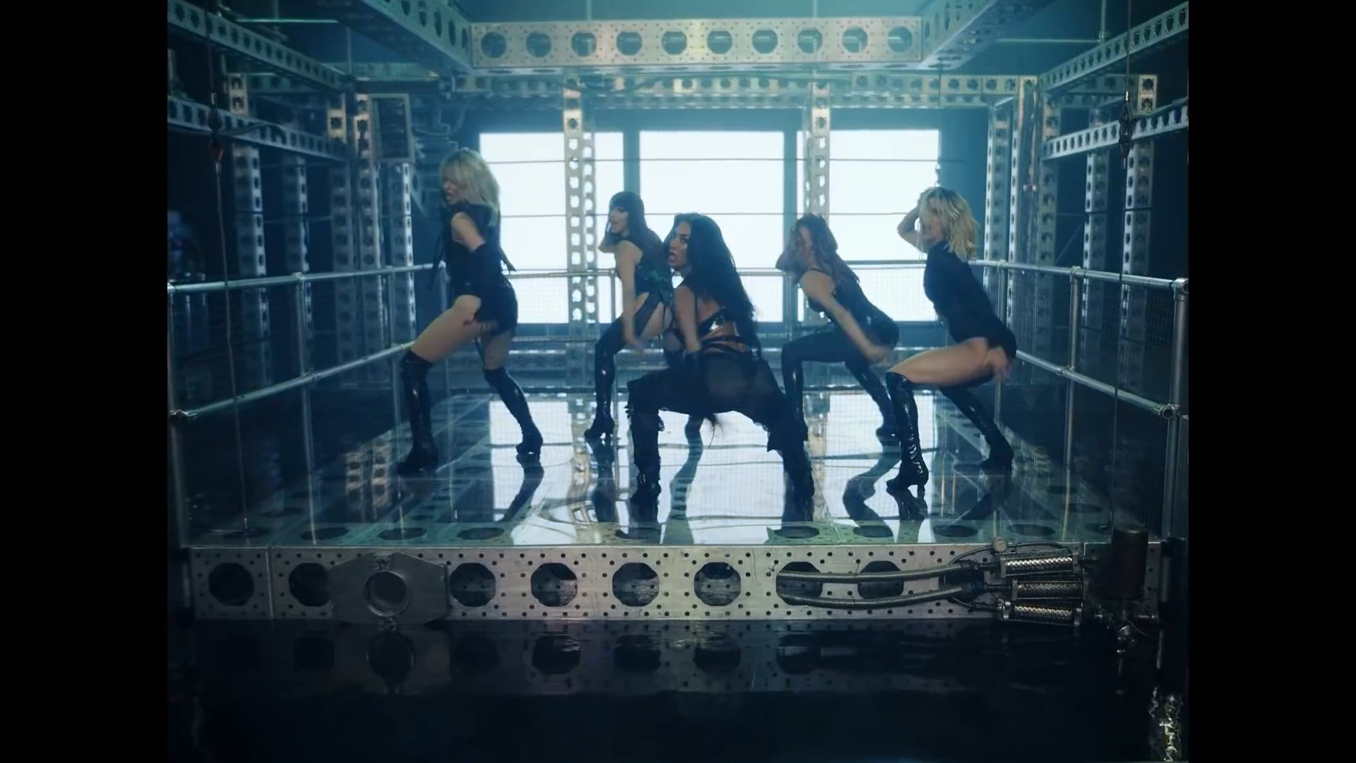The Pussycat Dolls - React.mp4_snapshot_01.00_[2020.02.10_03.38.14].jpg