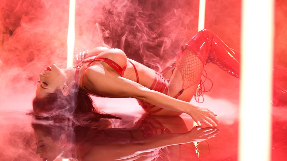 Постер:Madison Ivy - Red Hot (2020) SiteRip