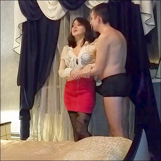 TumanovaAlina - Романтический вечер мамы и сына / A Romantic Evening for Mom and Son (2020) CAMRip |
