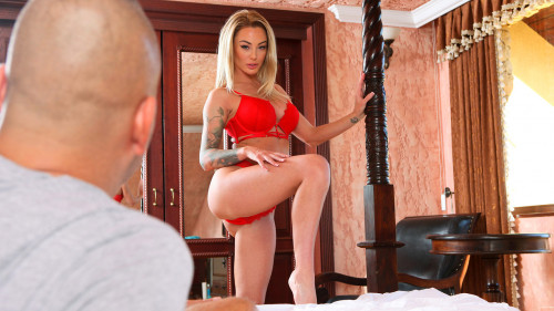 Постер:Isabelle Deltore - The Way She Moves (2020) SiteRip