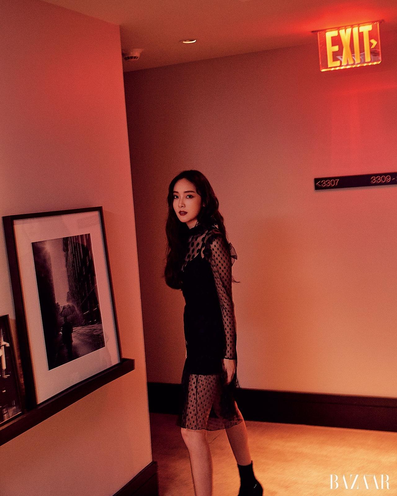 Jessica Jung, Harper's Bazaar, black and red [PH201025054514]