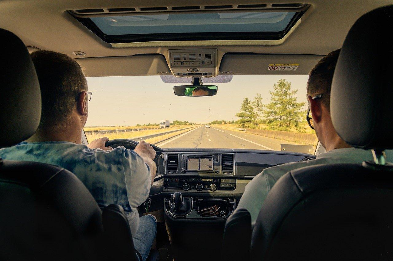 Перевозчик авто: как выбрать компанию для доставки машины из другого города