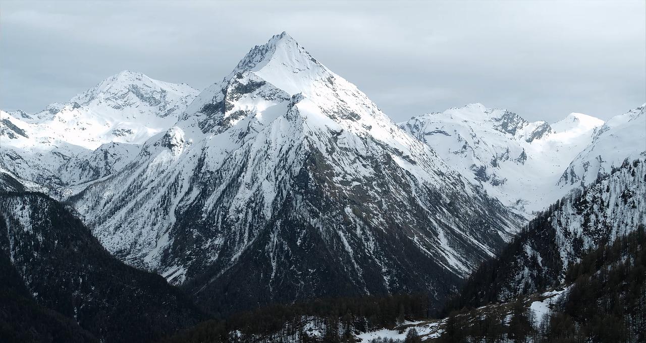 Юный Эльбрус, Кавказ, Россия