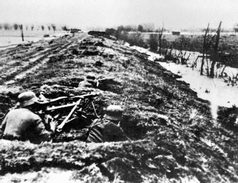 German-infantry--dyke-defence.jpg