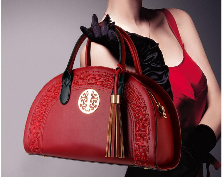 К стильному платью нужна брендовая сумка