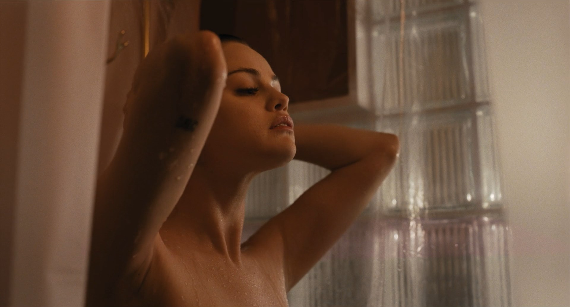 Selena Gomez -Убийства в одном здании 1-2 серии.mkv_snapshot_00.03_[2021.09.02_01.09.19].jpg